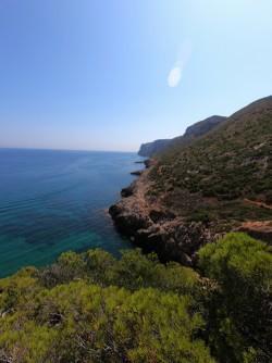 La Cala en les Rotes - La Cala en les Rotes - Vistas del camino que conduce a la Cova Tallada, con los acantilados del Cabo de Sant Antoni al fondo.