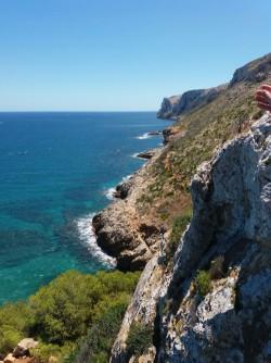 La Grotte Tallada - La Grotte Tallada - Vues du point de vue vers le Cap San Antonio.